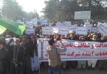 آلبوم عکس: اعتراض ضد تقلب مردم در مقابل ساختمان ولایت هرات