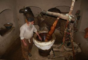 عکسی از قدرت حمیدی – صنعت کهن خراسگری در هرات
