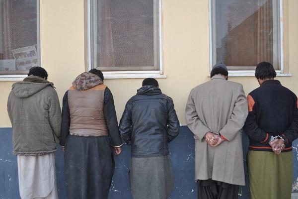 پنج سارق خانه در هرات دستبند زده شدند