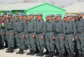 بیش از ۱۰۰ مأمور پولیس هرات از یک دوره آموزشی سند فراغت گرفتند
