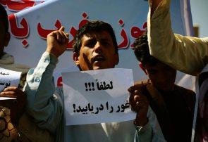 دهها باشنده معترض غور به ضد والی و فرمانده پولیس شعار دادند