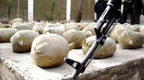 نیروهای دولتی در خاک سفید فراه ۴۰۰ کیلوگرام مواد مخدر را ضبط کردند