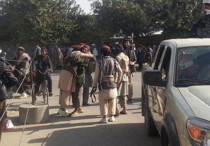 طالبان خود را به چند ناحیه شهر فراه رسانده و ایست بازرسی برپا کردهاند