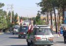 برخی شهروندان هرات مانوری خیابانی را برای تشویق مردم در انتخابات اجرا کردند