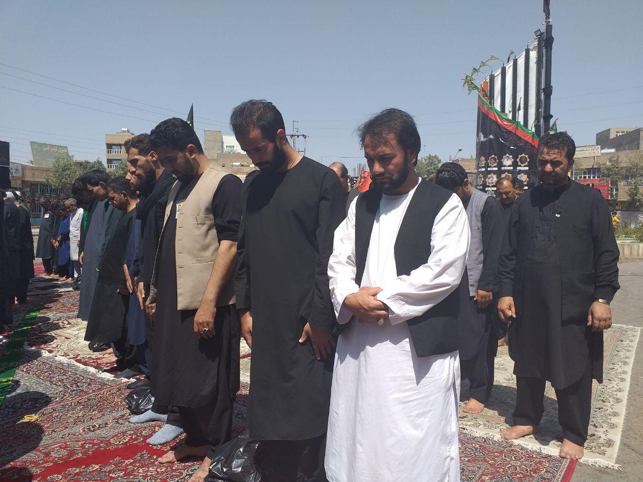 شیعه و سنی هرات در صف نماز ظهر تاسوعا ایستادند