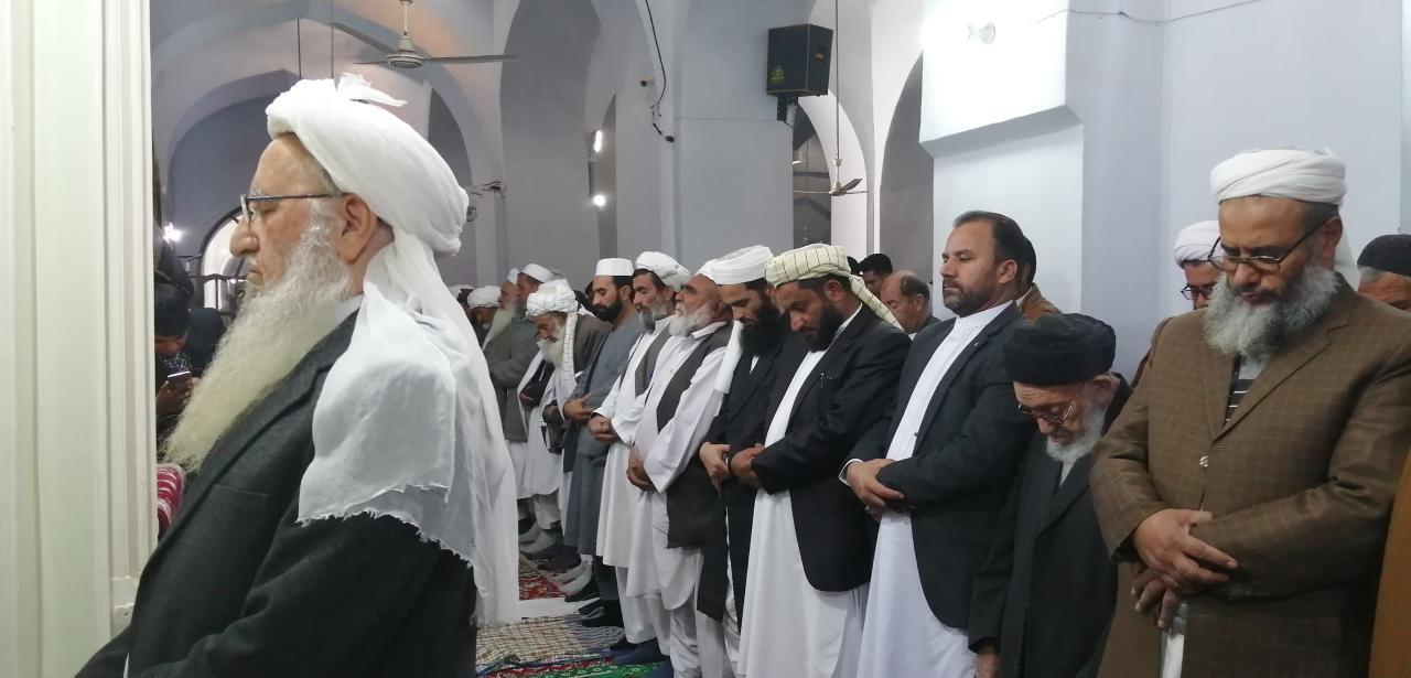 شیعه و سنی هرات با هم نماز جمعه را ادا کردند