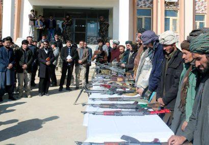 ۱۸ عضو طالبان در غور با دولت آشتی کردند