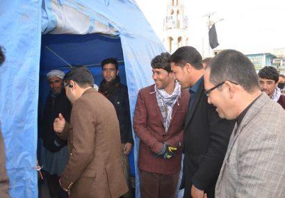 جوانان رضاکار غور خیمه مساعدت برای تنگدستان را بر پا کردند