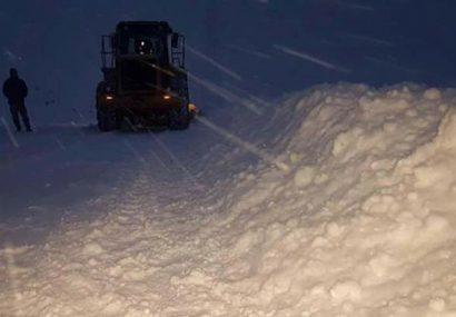 برف شاهراه سالنگ را مسدود کرد