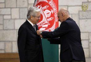 نماینده ویژه سازمان ملل متحد نشان علامه سید جمال الدین افغان رو دریافت کرد