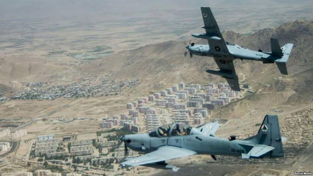حملات هوایی در جوزجان/سه فرمانده همراه ۲۱ تن دیگر از طالبان کشته شدند
