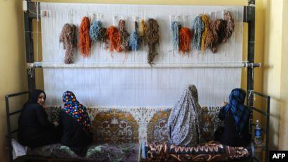 صنایع دستی زنان غور روی دستشان شان مانده است