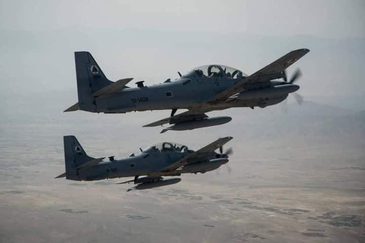 در حملات نیروهای هوایی افغان در فراه/ طالبان ۱۲ کشته و هشت زخمی دادند