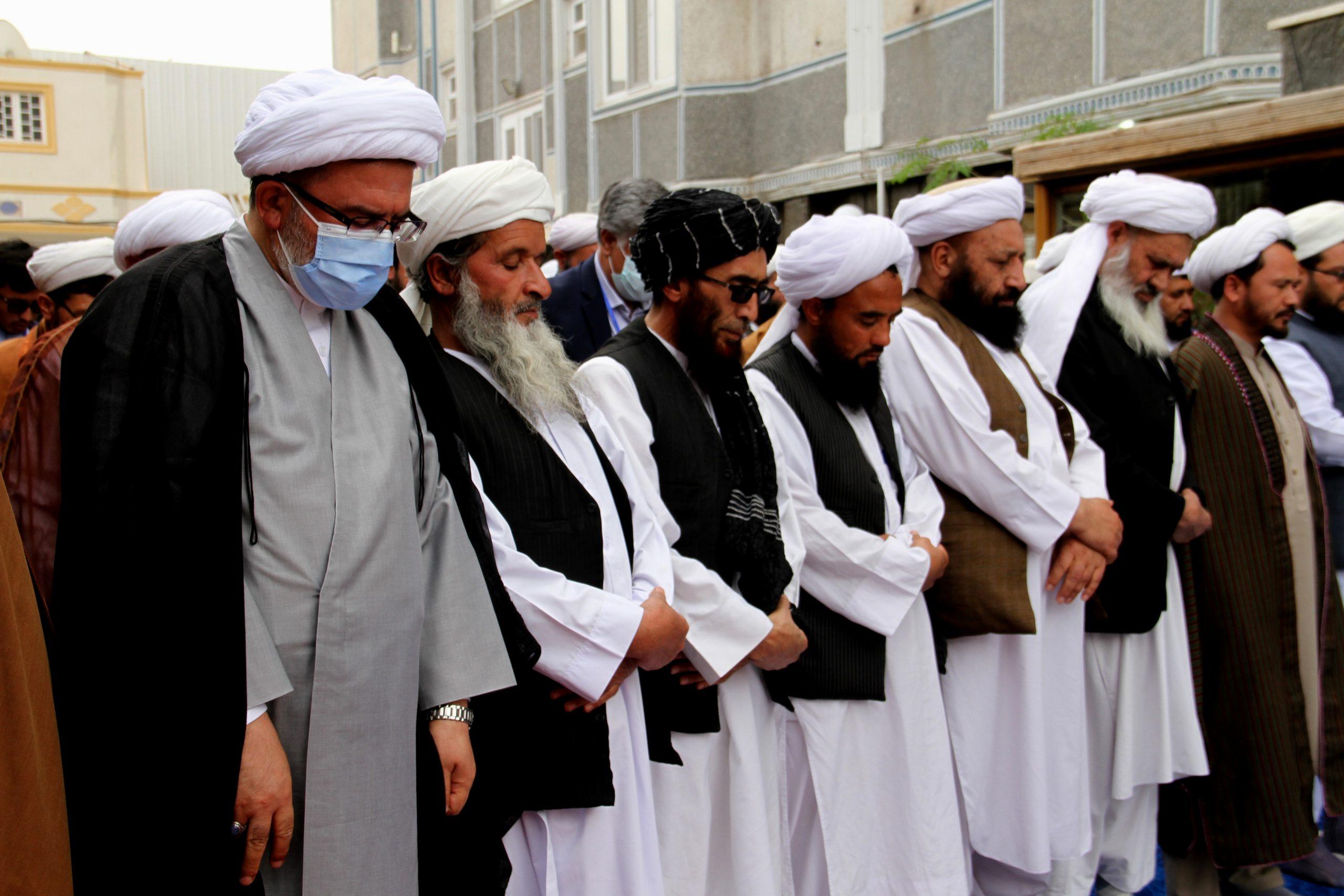 برگزاری نماز وحدت در همایش دو روزه علمی –  بین المللی در هرات
