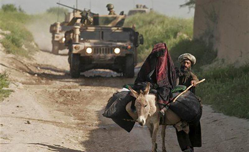 دولت از طریق آسمان محاصره غذایی جوند بادغیس را میشکند