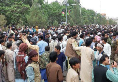تنش بین مردم و اداره محلی بادغیس/طالبان هم از آب گل آلود ماهی میگیرند