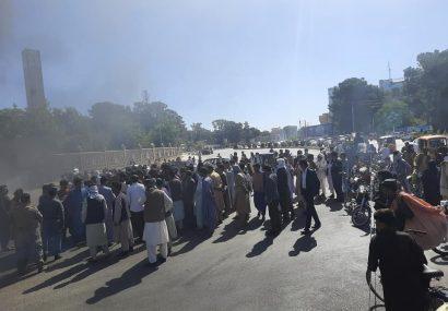 دهها سرباز زخمی در محاصره طالبان در اوبه هرات/بستگان این سربازان خواهان رسیدگی به فرزندان شان هستند
