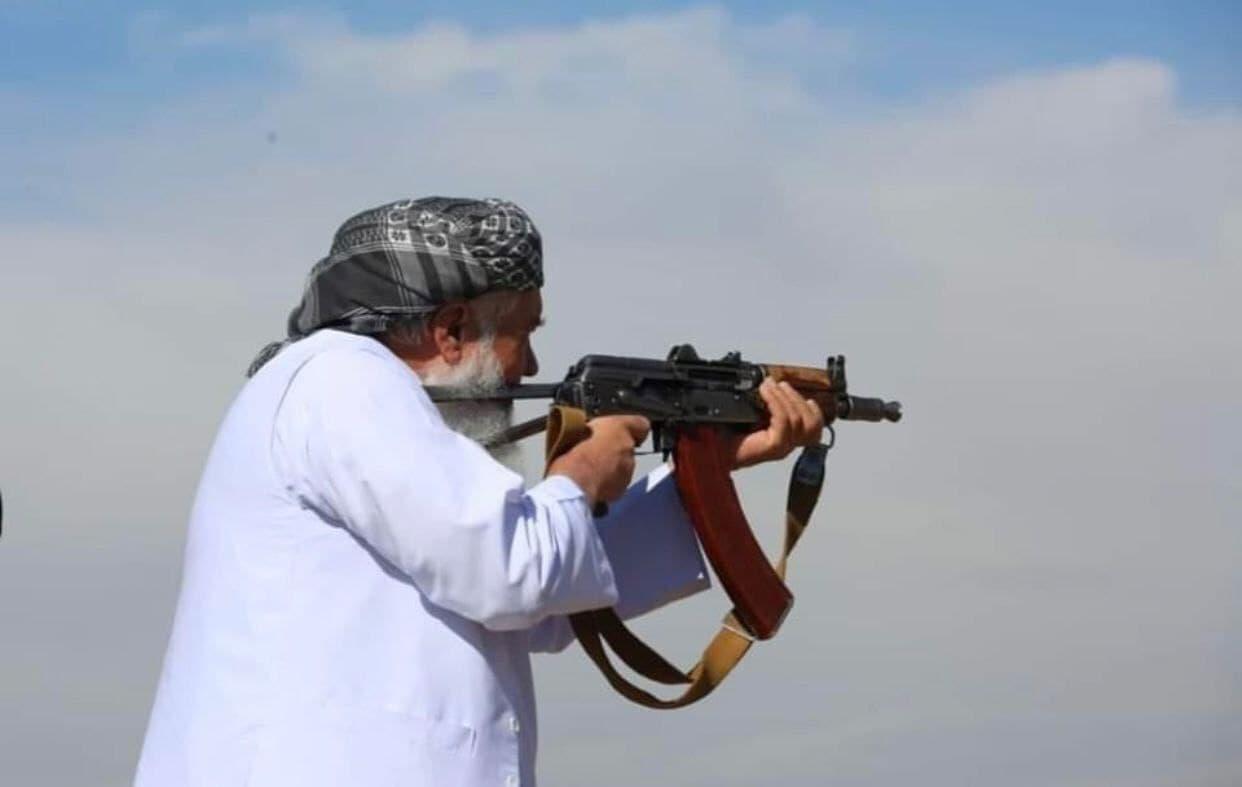 با همان سلاح که با شوروی جنگیدم با طالبان هم میجنگم